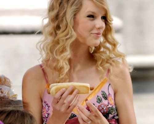 Evangelical Mom Compares Taylor Swift's Vagina to Ham Sandwich